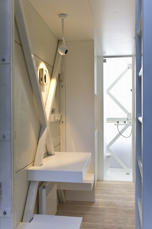 The Keret House 13