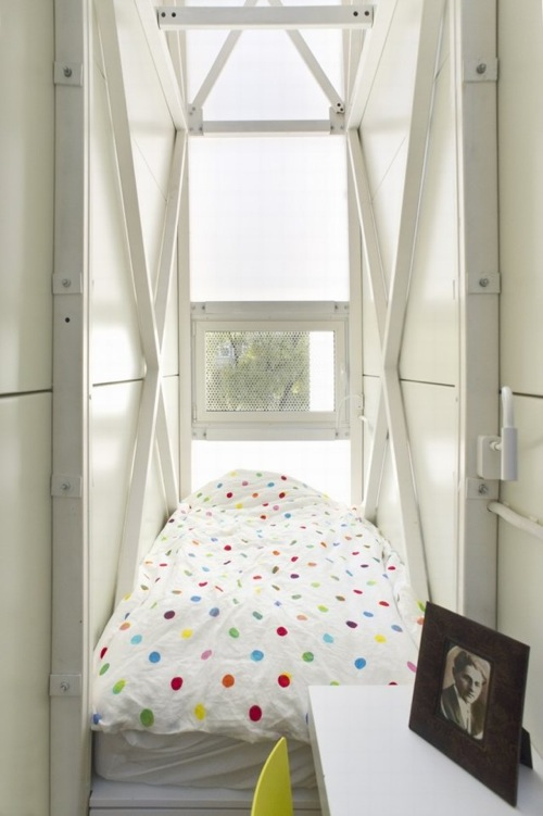 The Keret House 15