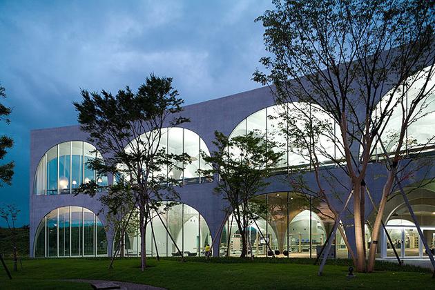 Tama Art University Library03